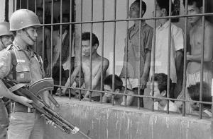 Anggota PKI ditahan Sebelum dihabisi (fhoto sociopolitica.s